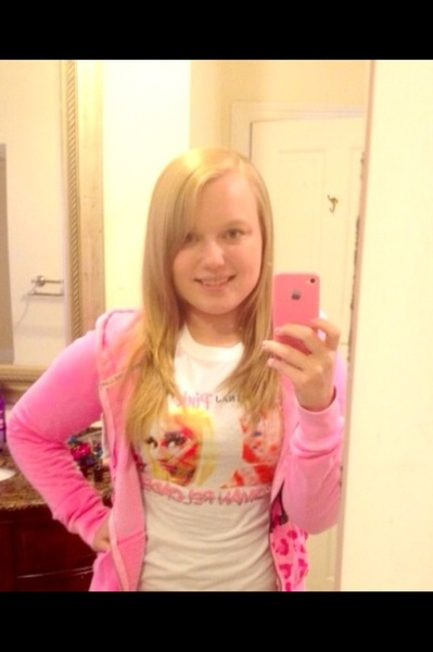 Wearing my @NICKIMINAJ #PinkFridayRomanReloaded tshirt. #TeamMinaj