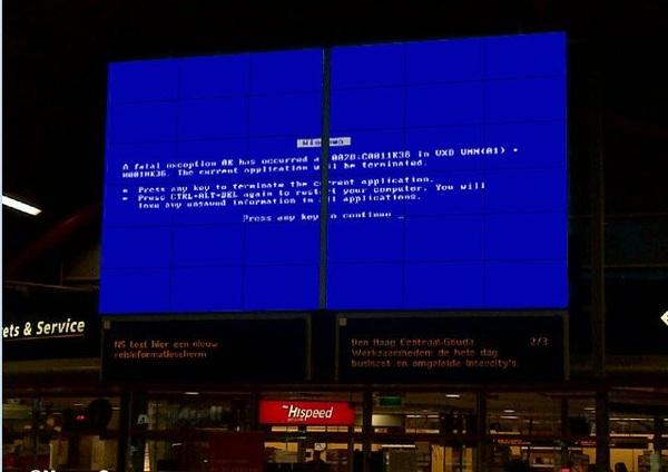 Het blauwe bord is terug op Utrecht CS. Maar dan anders. (via @wilbert)