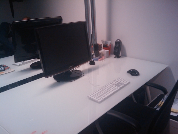 Why You Should Invest In a Minimalist Office: http://bit.ly/7YrDkr, and so is mine:
