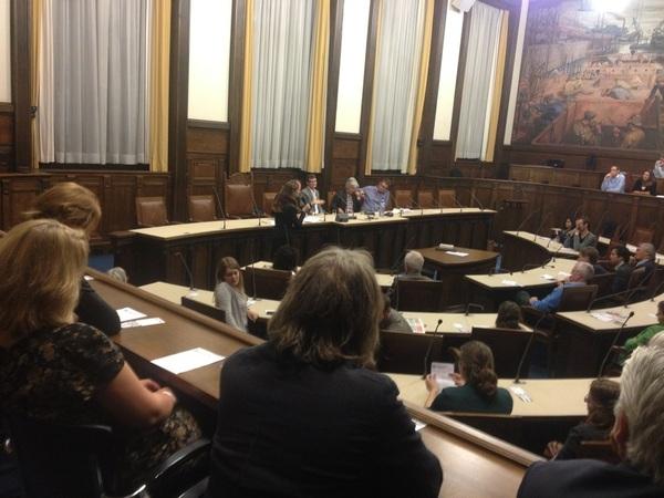 Debat in Rdamse Raadszaal met oa @gerarddrosterij en @dickpels. Geleid door @luyte Allen opiniemakers op Joop.nl :-)