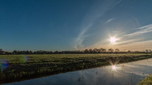Zicht op Obdam en ik zie rechts toch een soort halo ... of zijn het reflecties in mijn lens ?? #buienradar