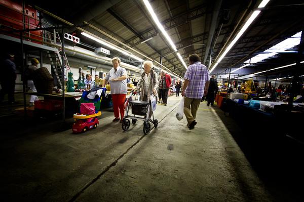 Rommelmarkt Vliegveld Twente. Ontdekte een nieuwe trend in rollator-land. De eeuwige ontkenning.