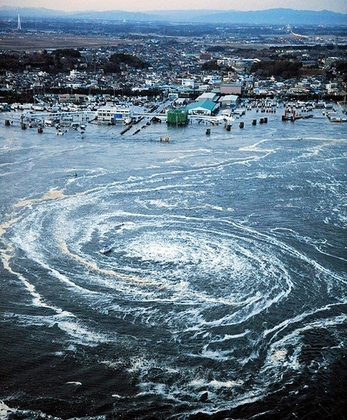 Wow! A whirlpool near Oarsi City, lbaraki Prefecture, northeastern Japan. #Japan☛
