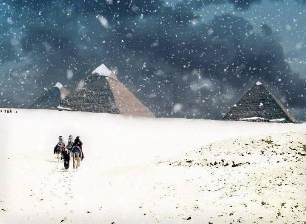 صورة رائعة للأهرامات !  #مصر #غرد_بصورة