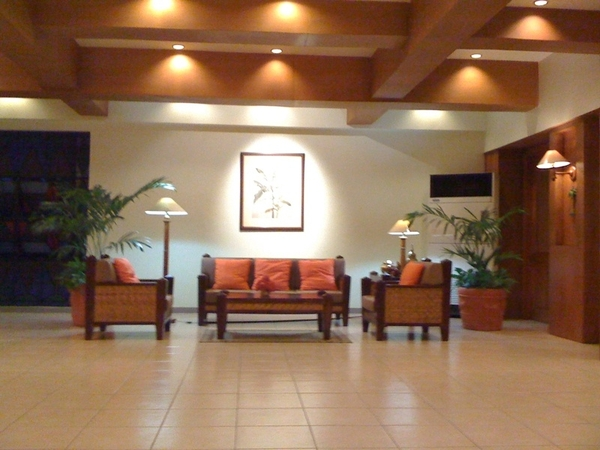 At the hotel lobby awhile ago while waiting for our ride home. *raining outside* ☂☁