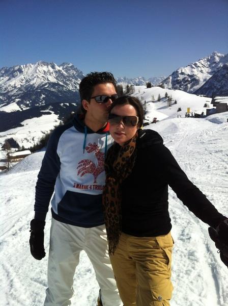 Liefde is samen van de rode piste af! Best een beetje trots om op dag 2 al van rood af te zoeven.  #lovelife #gezellig