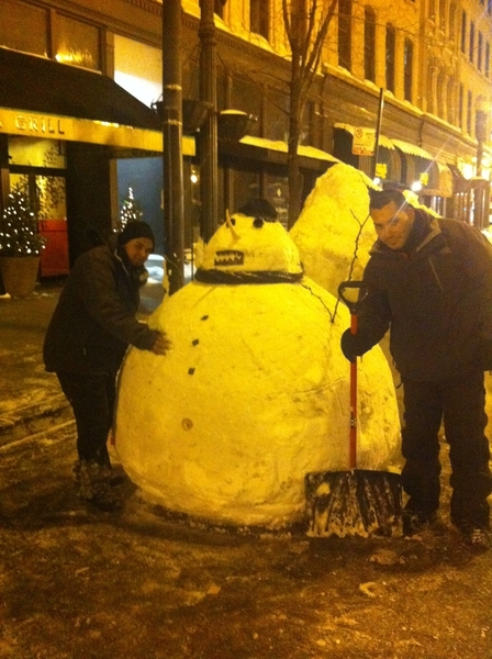 "I can't help it: the Frontera ""valet"" snowman w the two guys who made it!"