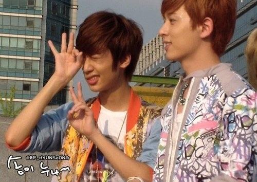 Kwangmin @ Minwoo's birthday and fan meeting. เช็คท่ากวังมิน kekeke You're the cutest in my world.