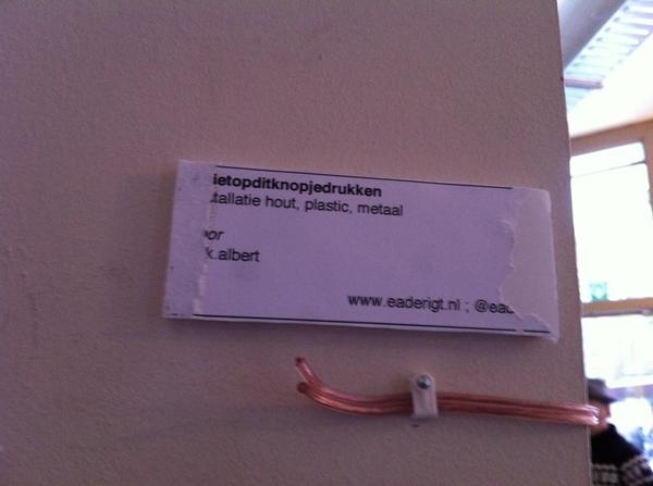 #Brekend Kunstwerk in http://www.coffeecompany.nl/vanwauw/ beschadigd. Om onverklaarbare reden.