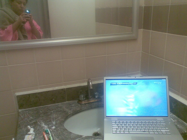 A bañarse con la lap en el lavamanos, para escuchar el partido #tigres